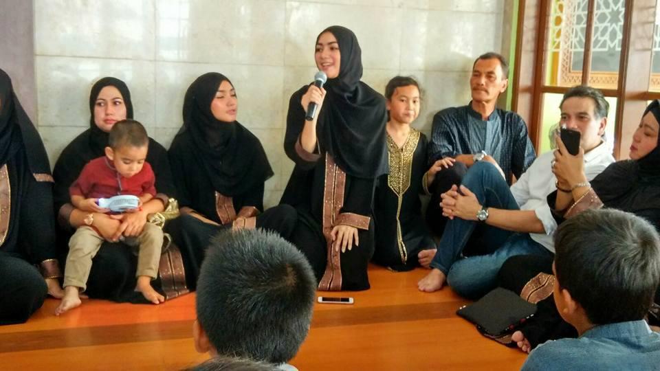 Citra Kirana Gelar Syukuran Bersama Anak Yatim al-Hilal 1