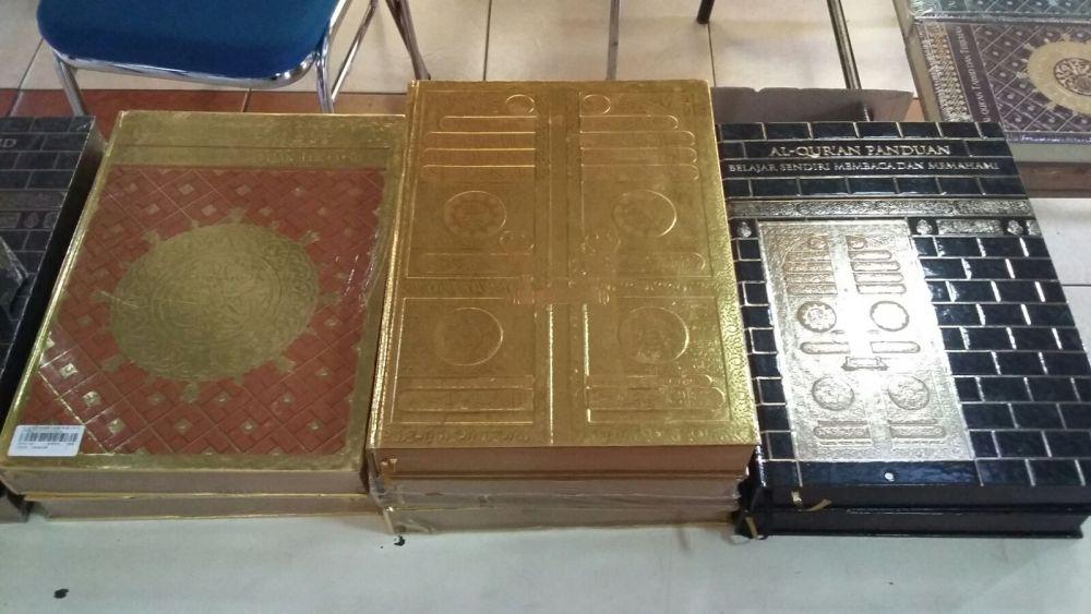 Laudya Cynthia Bella Wakaf Quran Emas ke Anak Yatim al-Hilal 5
