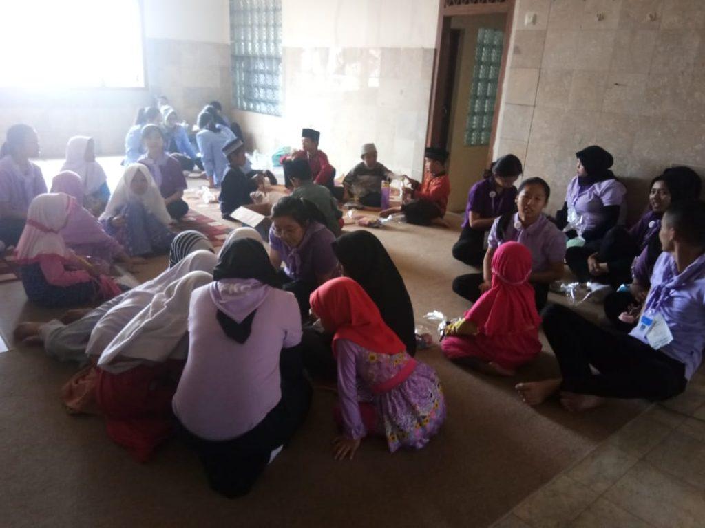 Universitas Maranatha Berbagi Ilmu Tentang Kebersihan Gigi di Pesantren al-Hilal 3