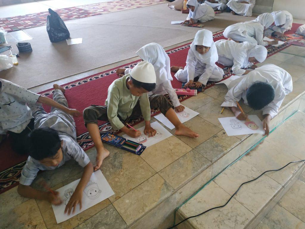 Mewarnai dan Sharing Motifasi Bersama Santri al-Hilal 3 3