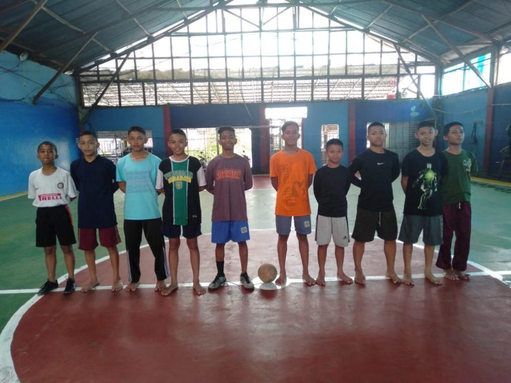 Santri Yatim Al Hilal Ikuti Latihan Futsal di Gor Cijunti 1