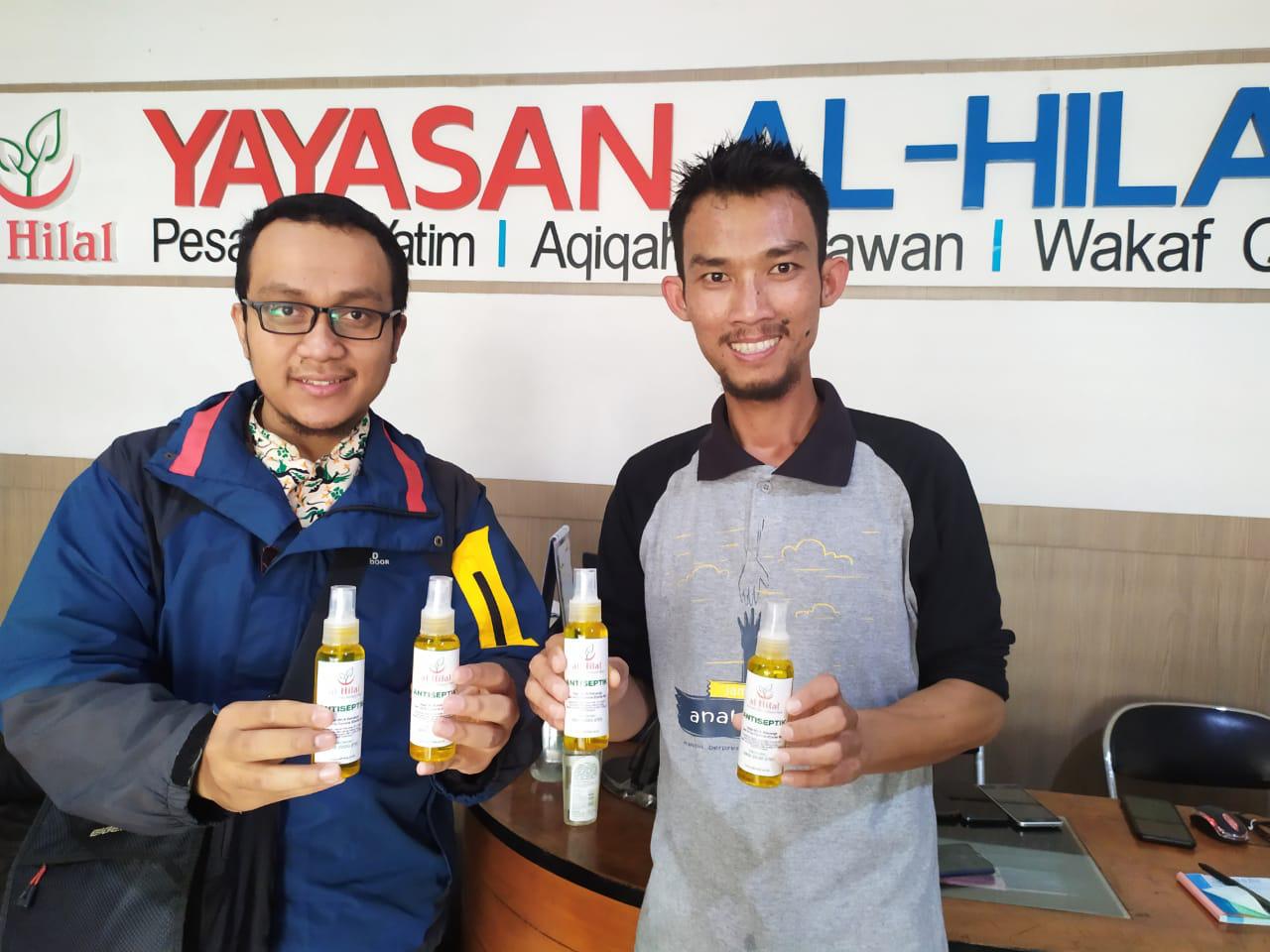 Pembagian Hand Sanitizer Oleh LAZ al-Hilal 2