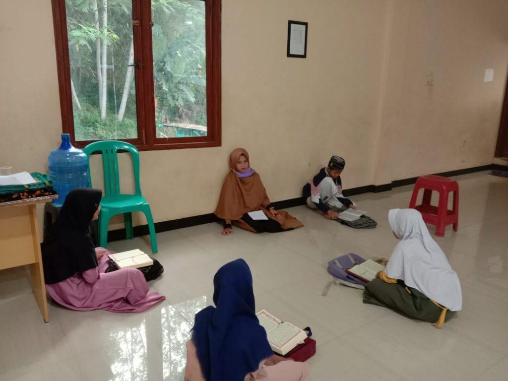 Meningkatkan Pengetahuan Al-Qur'an dengan Mengikuti Pengajian Rutinan 3