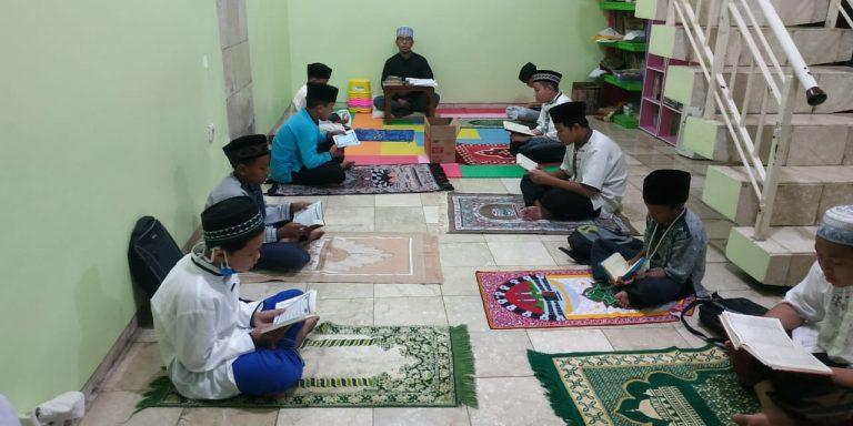 Pengajian Harian di Pesantren Al hilal 