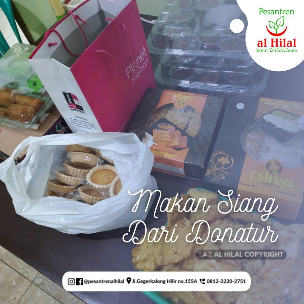 PESANTREN AL HILAL Makan Siang Santri Dari Donatur
