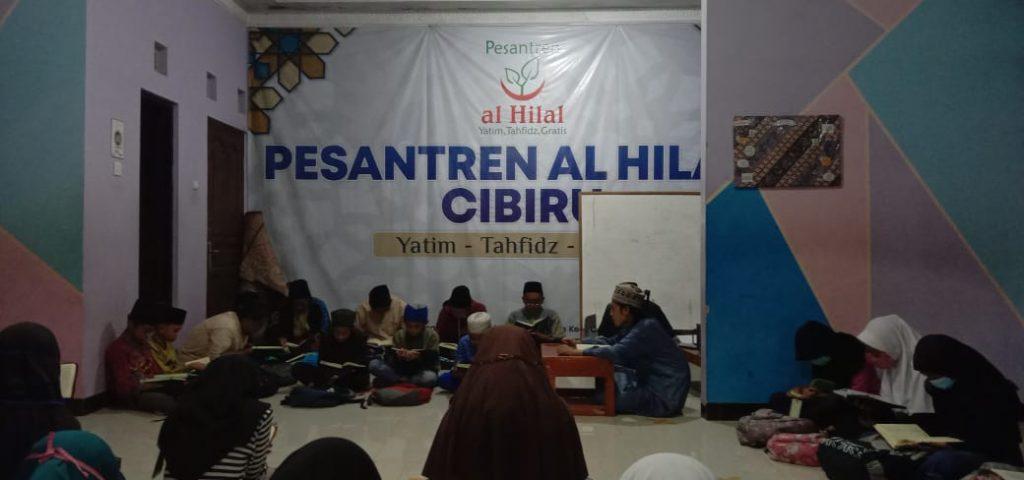 Doa bersama sekaligus yasinan dengan santri yatim dan santri penghafal Al-Qur'an Pesantren Al-Hilal 1