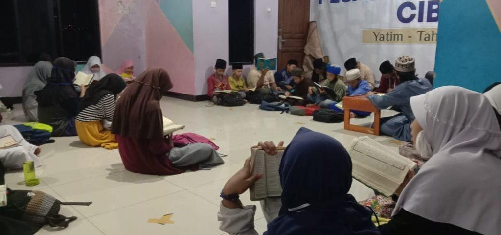 Doa bersama sekaligus yasinan dengan santri yatim dan santri penghafal Al-Qur'an Pesantren Al-Hilal 2