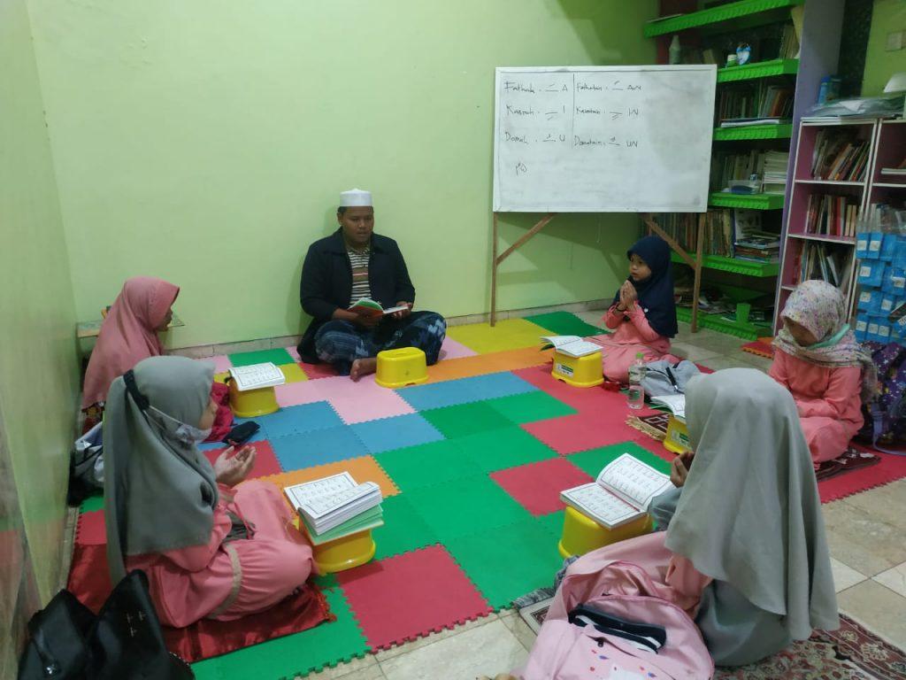 "PESANTREN AL HILAL Program Pesantren Al Hilal : ""Pembacaan Maulid Simtuduror"" 1"