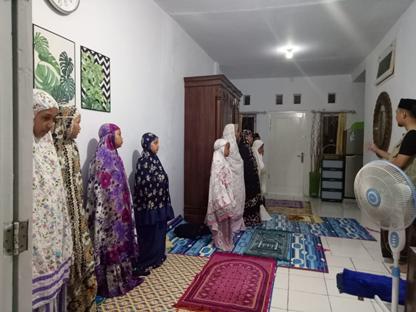 Kegiatan Praktik Sholat Santri Al-Hilal 4 Cirebon
