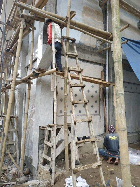 pemasangan granit